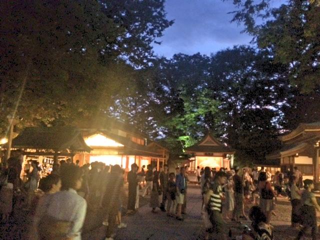 人で賑わう川越氷川神社