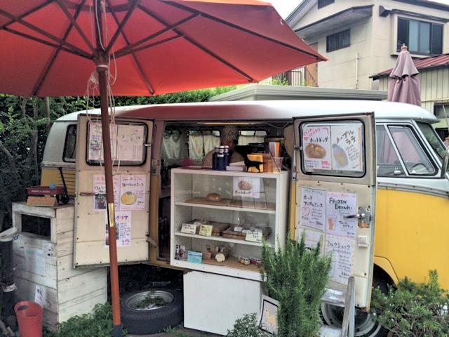 川越菓子横丁の車を改装した店舗