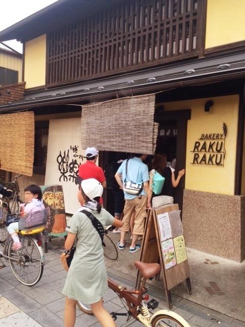 川越菓子横丁の行列の人気パン屋