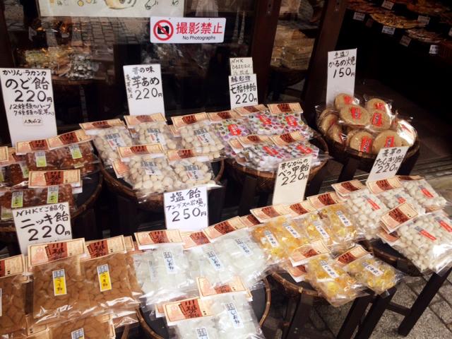 川越菓子横丁の個性的なお菓子。カルメ焼きなど