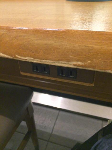札幌駅のスタバの電源席のコンセント