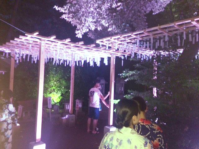 川越氷川神社の幻想的な風鈴。照明が当たって綺麗