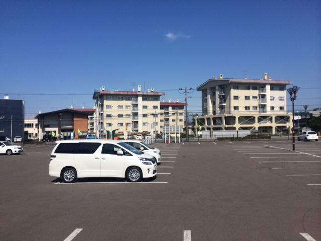 五稜郭の駐車場は駐車スペースが多い