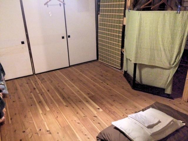 金谷ゲストハウスの部屋はドミトリータイプ。二段ベッドもあり