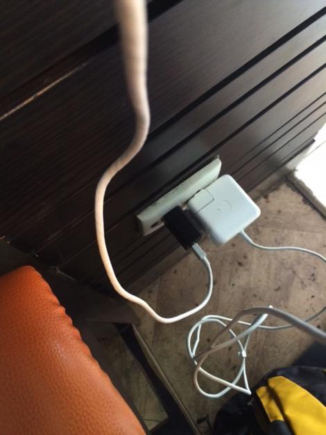 ホーチミン空港にあるpurogustoは電源数の多いカフェ