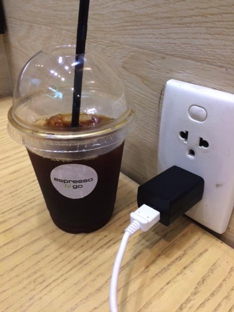 乗り継ぎのチェックインカウンターに一番近い電源カフェ「Espresso To Go」